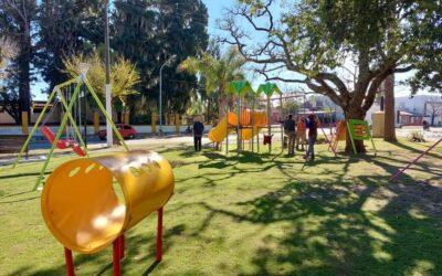 Nuevos juegos infantiles, recreativos y accesibles en la plaza centenario.
