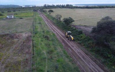 Continúan las tareas de mantenimiento y mejoras de caminos productivos rurales.